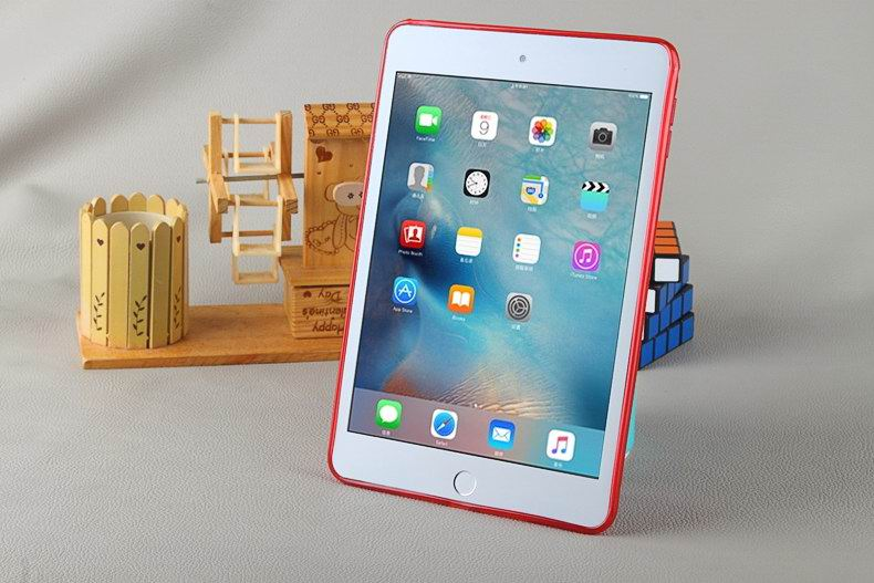 Cover of transparent silicone material for Apple iPad Mini 4
