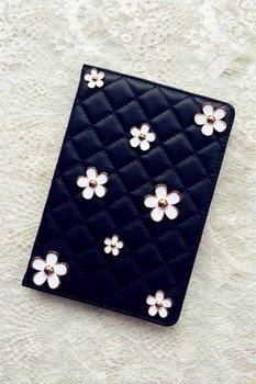 case-with-bulk-metal-flowers-black-or-white-color-for-apple-ipad-00