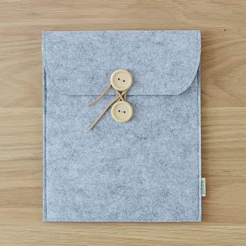 sleeve with wooden buttons for apple ipad 0