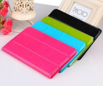 business case with multicolor pattern and 3 stand 00
